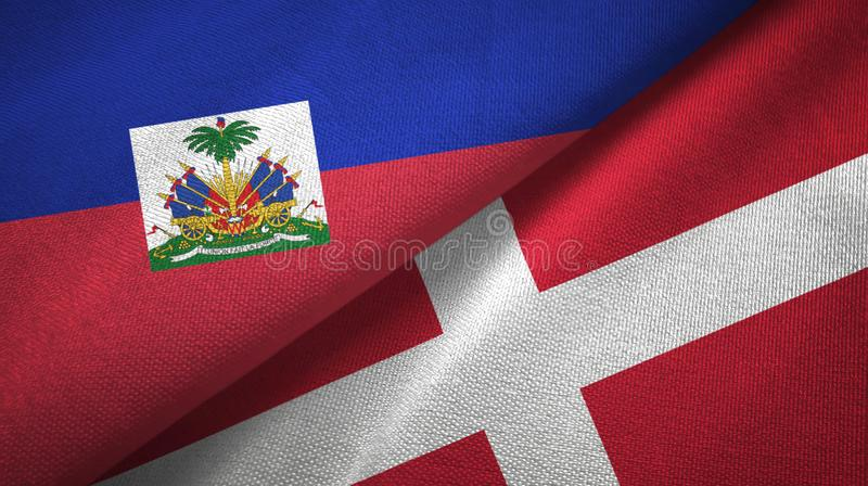 Torkduk f?r Haiti och Danmark tv? flaggatextil, tygtextur royaltyfria foton