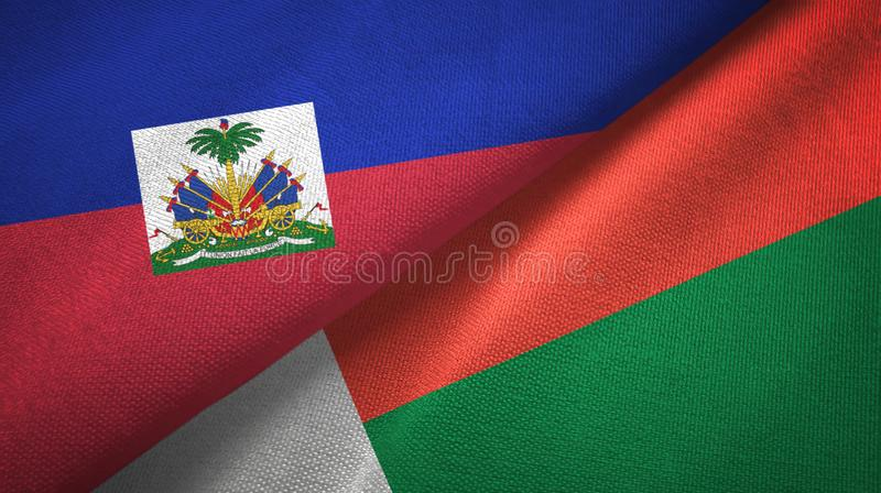 Torkduk f?r Haiti och Madagascar tv? flaggatextil, tygtextur arkivfoton