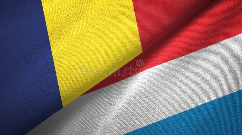 Torkduk f?r Tchad och Luxembourg tv? flaggatextil, tygtextur royaltyfri fotografi