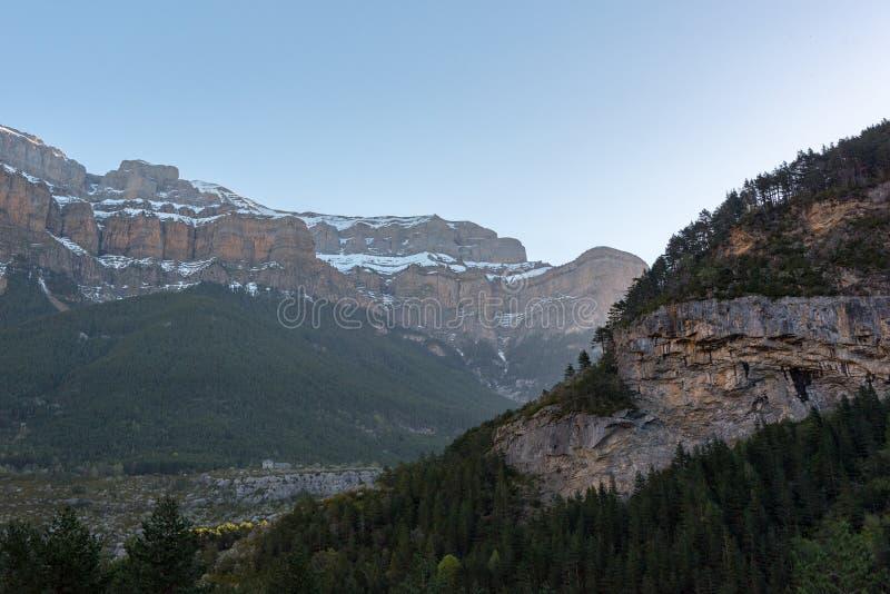 Torla stad in Nationale pakr van Ordesa in de Spaanse Pyrenee?n royalty-vrije stock fotografie