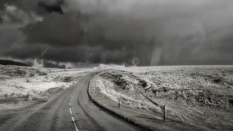 Tormenta blanco y negro de Dartmoor de la imagen foto de archivo libre de regalías