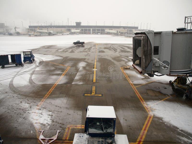Tormenta de la nieve del aeropuerto imagenes de archivo