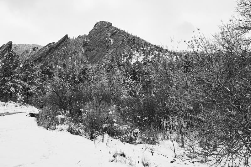 Tormenta de la nieve de la primavera en el parque de Chautauqua fotografía de archivo