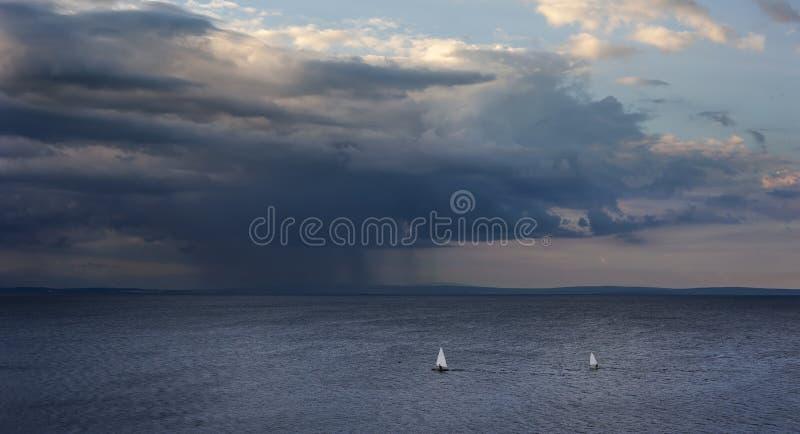 Tormenta del verano en el mar fotografía de archivo libre de regalías