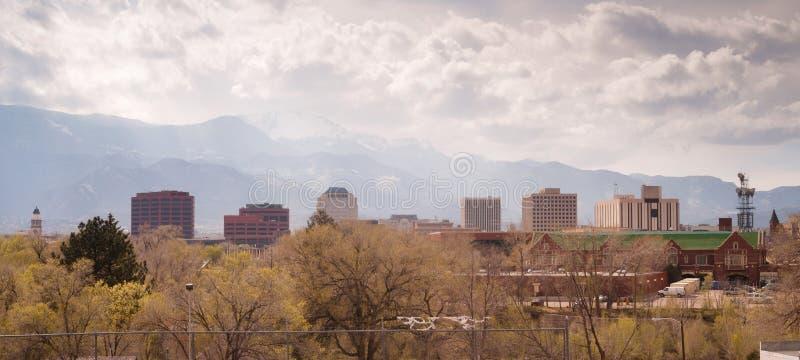 Tormenta dramática App de las nubes del horizonte céntrico de la ciudad de Colorado Springs fotografía de archivo