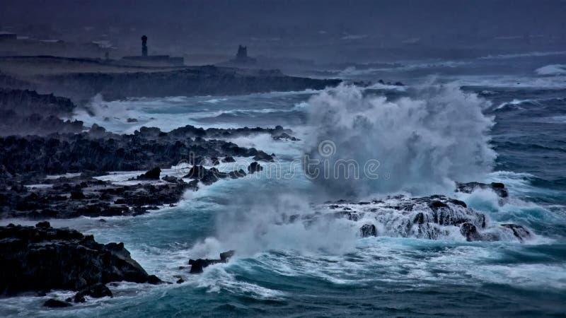 Tormenta fuerte que empuja a través de la isla de pascua fotografía de archivo