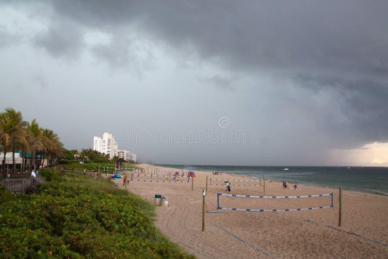 Tormenta inminente de la lluvia en la playa de Deerfield, la Florida foto de archivo
