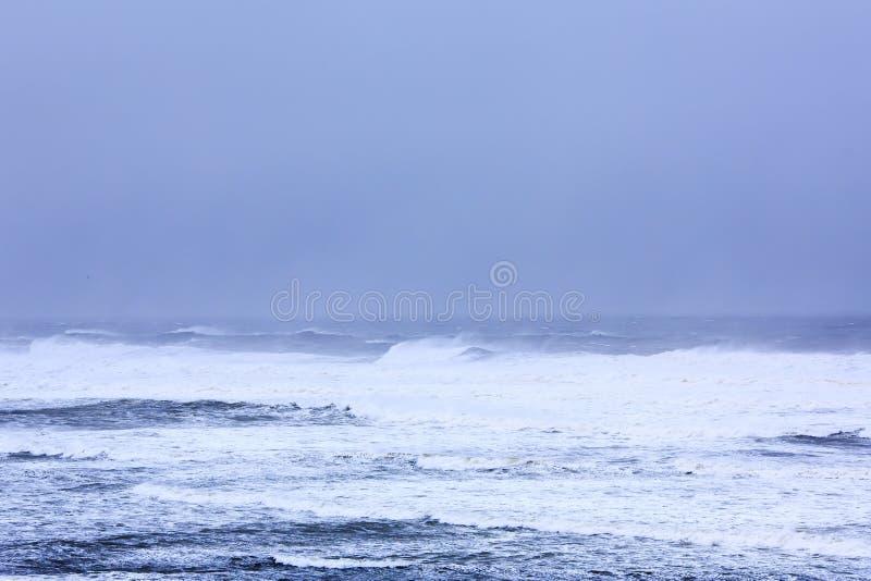 Tormenta potente del invierno en Océano Atlántico imagen de archivo