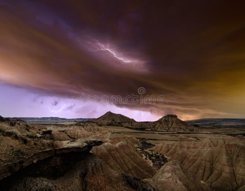 Tormenta sobre el desierto fotos de archivo