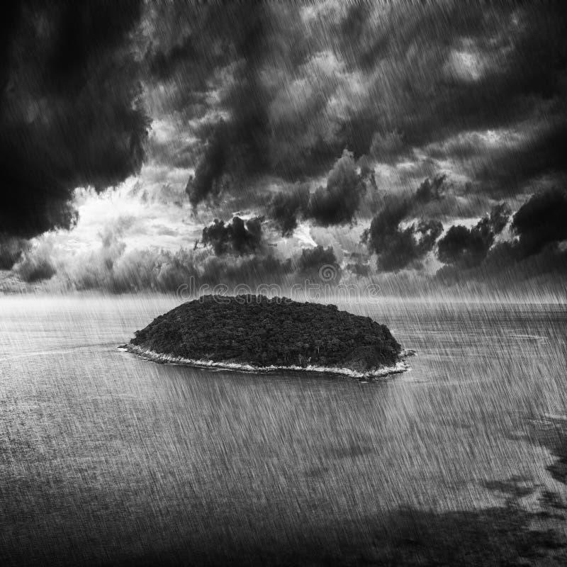 Tormenta sobre la isla tropical imágenes de archivo libres de regalías