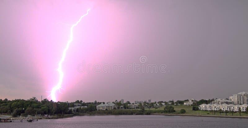 Tormenta y relámpago sobre el río de Parramatta fotos de archivo