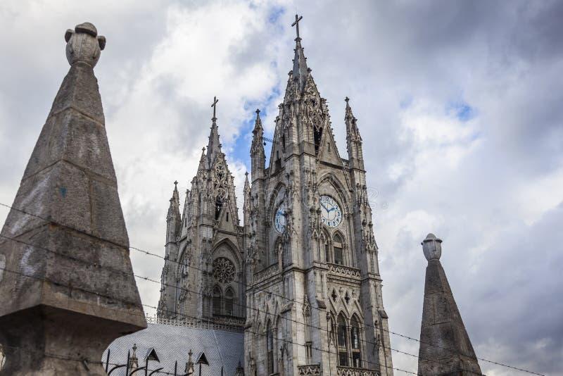 Torn av basilikan av Quito arkivfoton