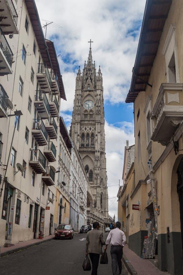 Torn av basilikan av det nationella löftet i Quito arkivbilder
