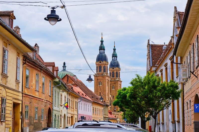 Torn av bysantinskt Catedrala Sfanta Treime för domkyrka för helig Treenighet för stilbasilika buller Sibiu som sett från stadsga arkivbild