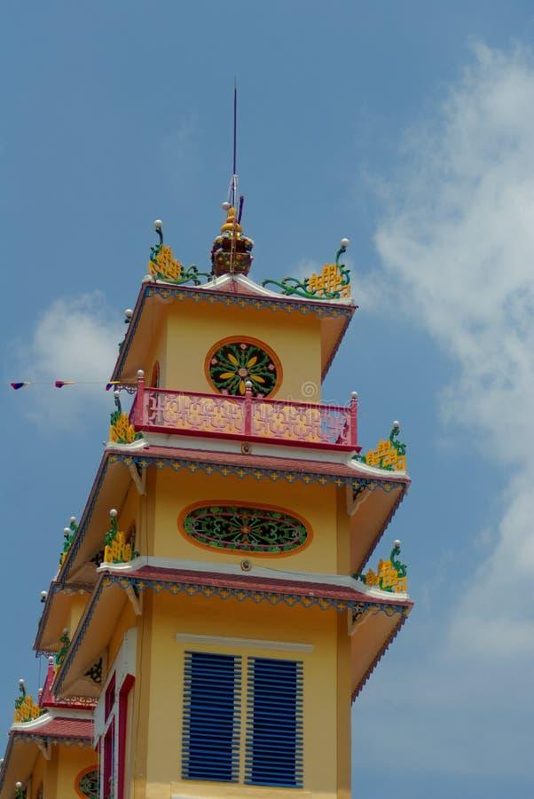 Torn av den caodaistic templet tay ninh vietnam royaltyfri bild