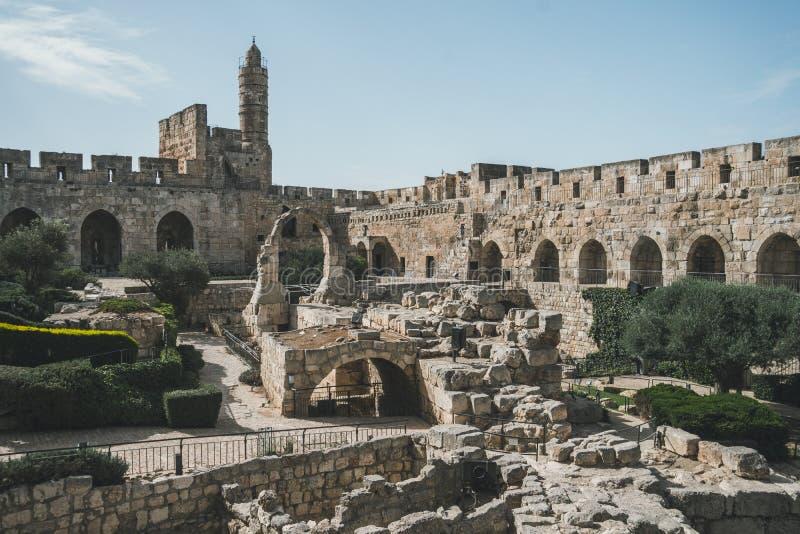 Torn av den David eller Jerusalem citadellen israel jerusalem Borggård bak en höjdpunktstenvägg Sight i den gamla staden royaltyfria foton