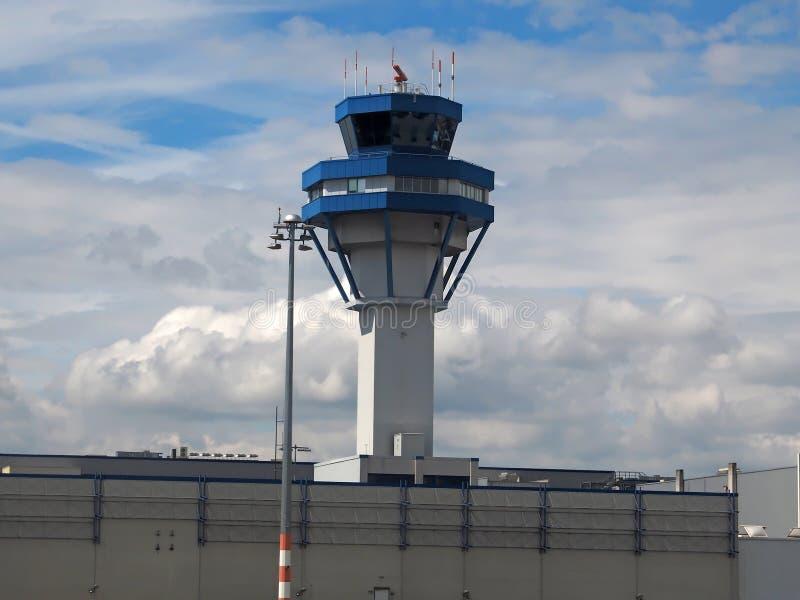 Torn av den Koeln Bonn flygplatsen i Tyskland royaltyfria foton