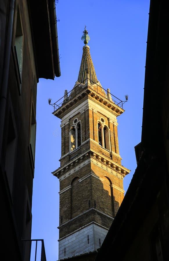 Torn av den kyrkliga Santa Maria della Pace i Rome, Italien arkivfoton