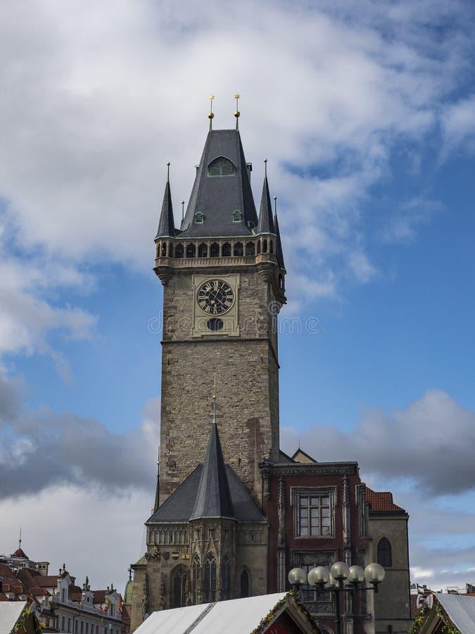 Torn av det gamla stadshuset i Prague royaltyfri bild
