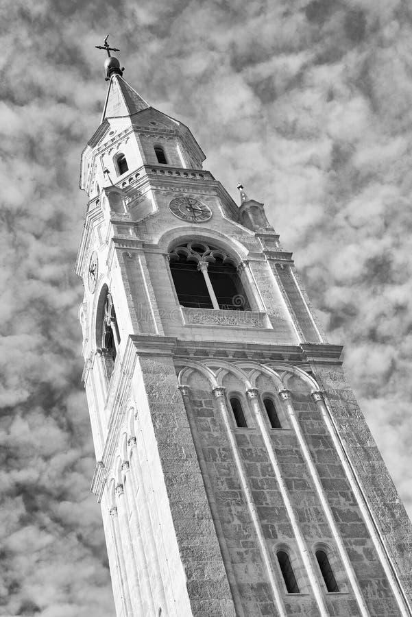 Torn av församlingkyrkan Santi Filippo e Giacomo Apostoli i Cortina d'Ampezzo arkivbilder