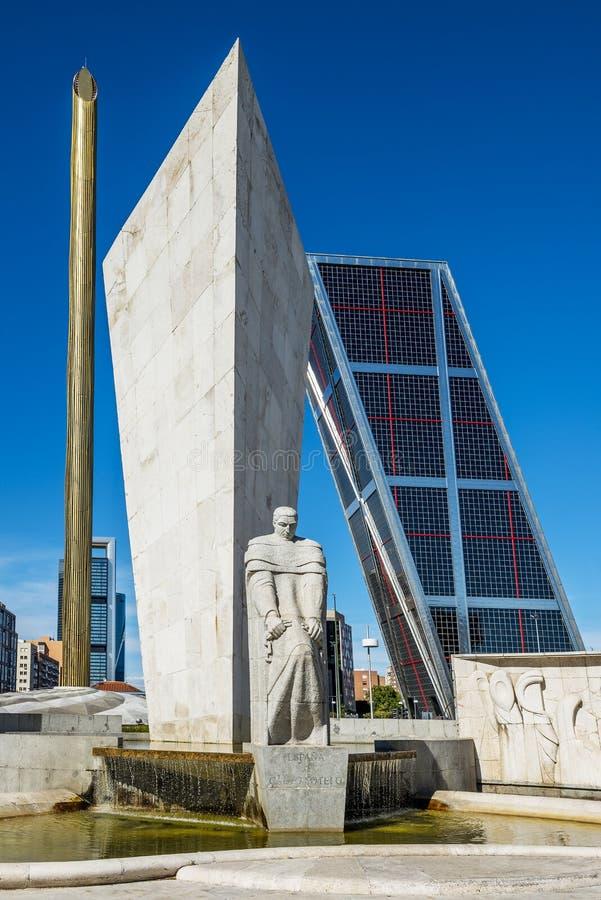 Torn av Madrid Puerta de Europa, Spanien royaltyfri bild