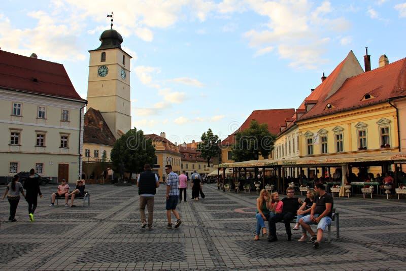 Torn av rådet och den stora fyrkanten i Sibiu arkivfoto