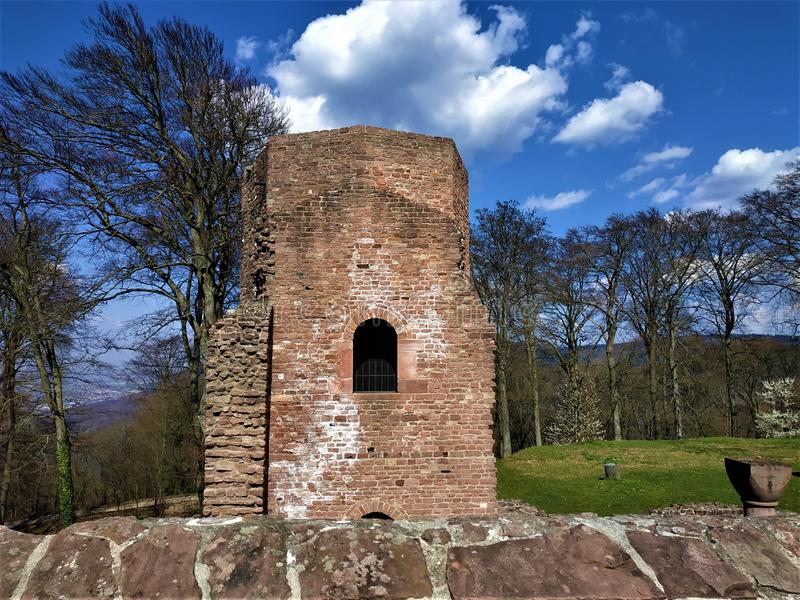 Torn av Sts Michael kloster och del av det Heiligenberg berget arkivbild