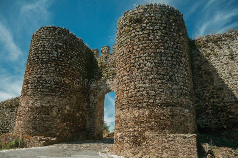 Torn bredvid dörröppningen av Evoramonte royaltyfria foton