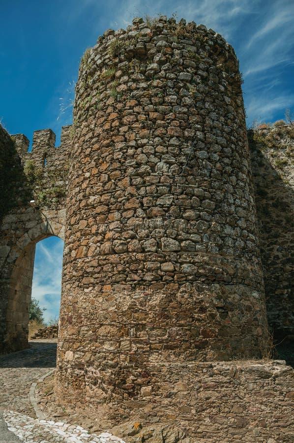 Torn bredvid dörröppningen av Evoramonte arkivbilder