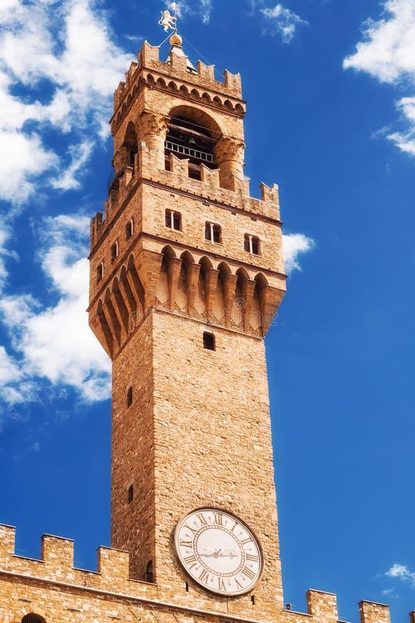 Torn för Arnolfo ` s, del av Palazzo Vecchio den gamla slotten på piazzadellaen Signoria, Florence arkivfoto
