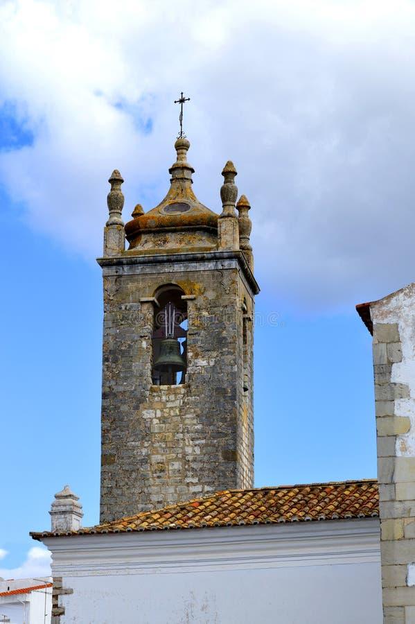 Torn för kyrklig klocka för Loule historiskt Igreja Matriz de Loule ou Igreja de Sao Clemente arkivbild