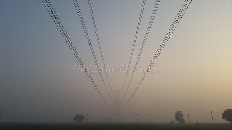 Torn för maktraster och för elektricitetstillförsel i New Delhi, Indien arkivfoton