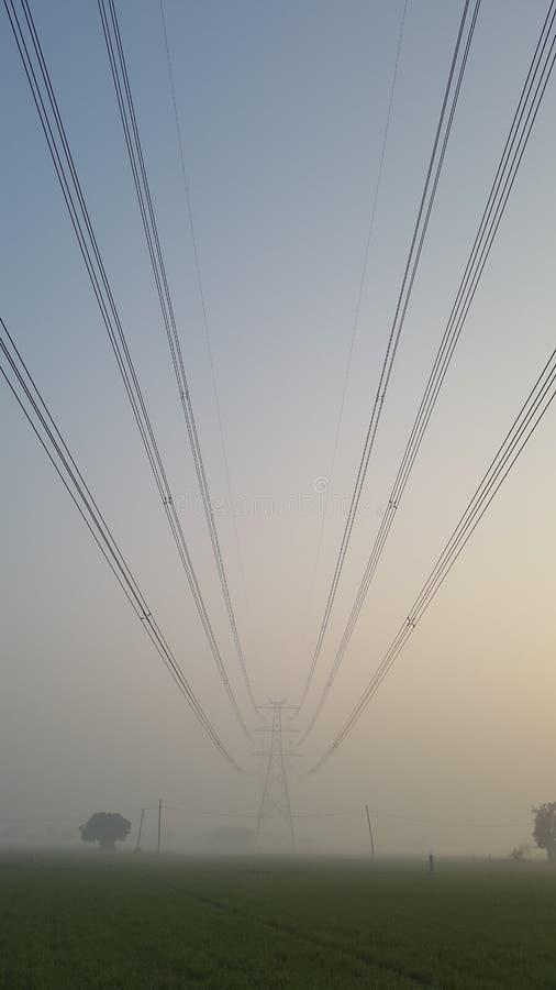 Torn för maktraster och för elektricitetstillförsel i New Delhi, Indien fotografering för bildbyråer