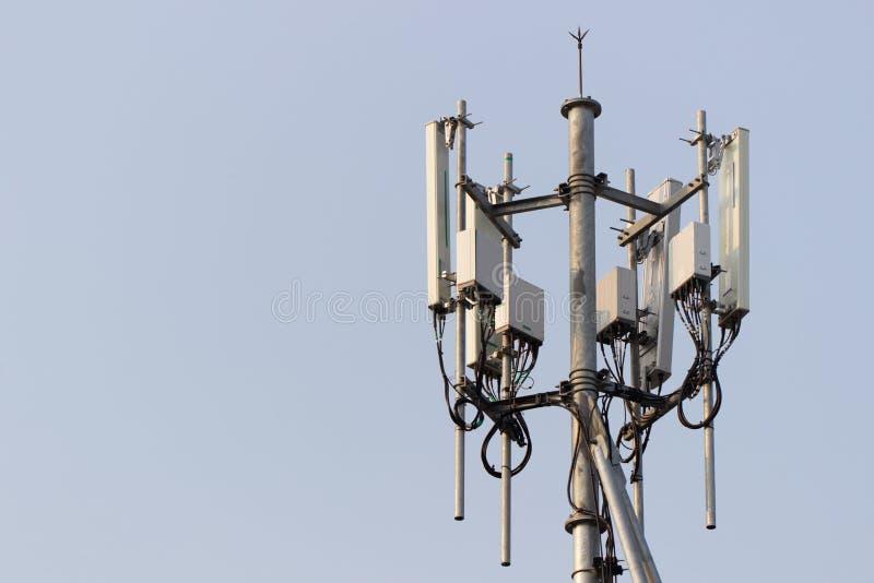 Torn för mobiltelefongrundstation arkivbilder