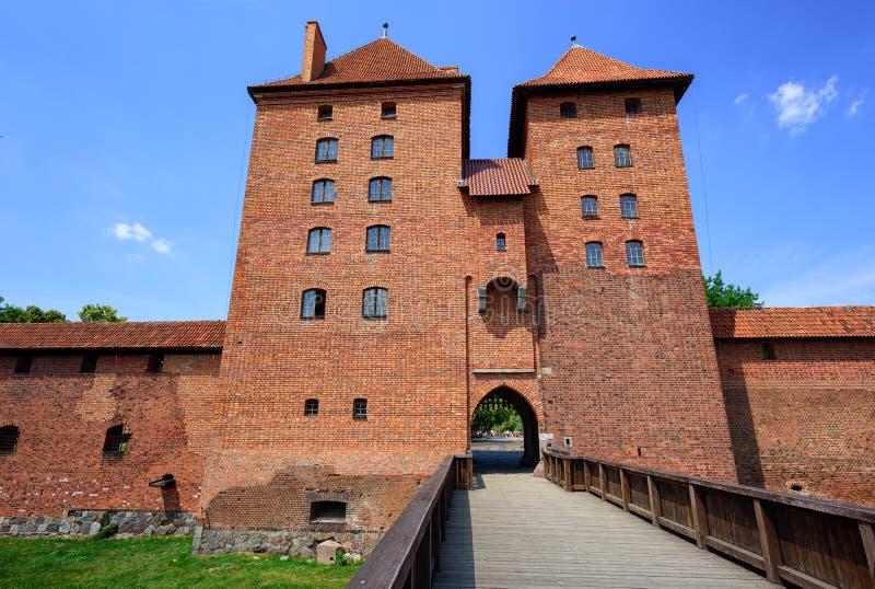 Torn för röd tegelsten av den Teutonic beställningen rockerar, Malbork, Polen royaltyfria bilder