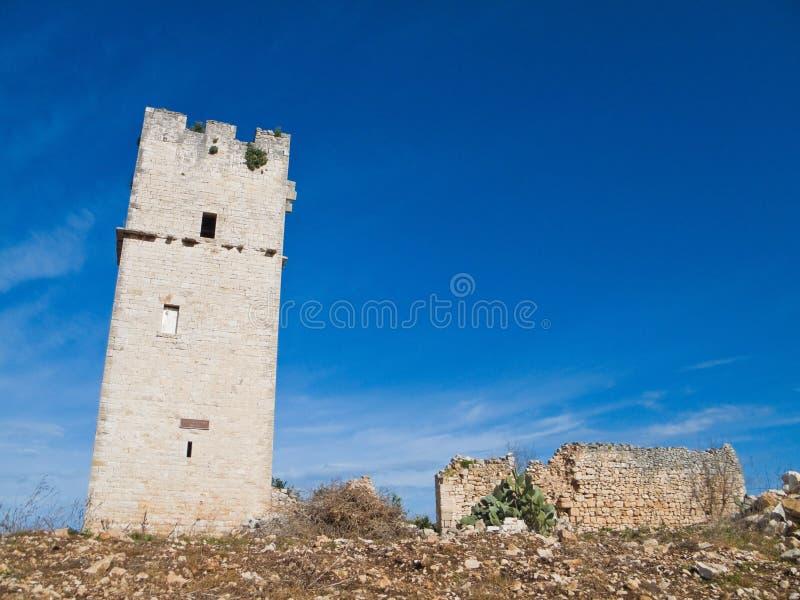 torn för stenar för forntida apuliagiovinazzo rött arkivbild