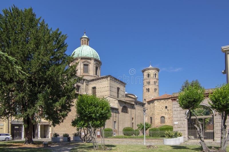 Torn f?r klocka f?r r?d tegelsten f?r gammal h?rlig medeltida forntida runda italienskt i Ravenna arkivfoto