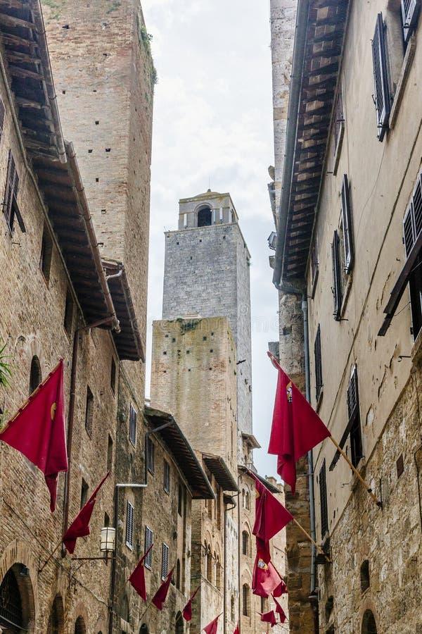 Torn och byggnader av San Gimignano royaltyfria bilder