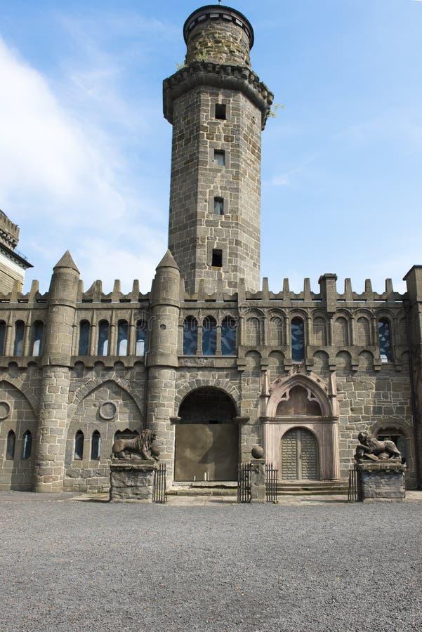 Torn och ingång av Lion Castle Kassel Wilhelmshoehe arkivbild