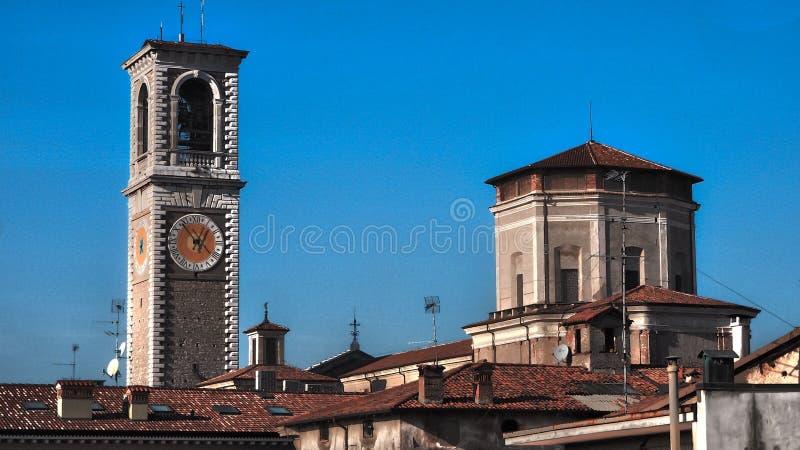 Torn och kyrka, Chiari arkivbilder