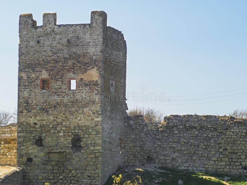 Torn och vägg av den Genoese fästningen i Feodosia royaltyfria foton
