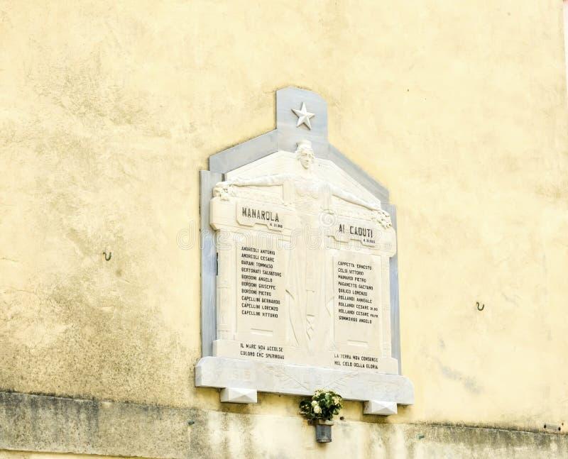 Torn San Lorenzo för kyrklig klocka, Manarola, Cinque Terre, Italien arkivbilder