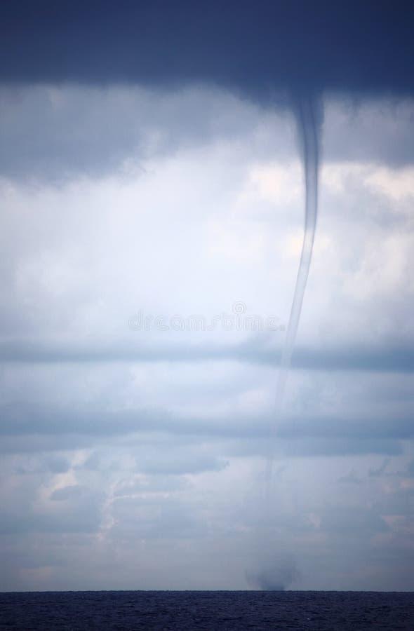 Tornade et nuages de tempête image libre de droits