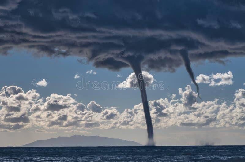Tornadi sopra il mar Mediterraneo fotografie stock libere da diritti