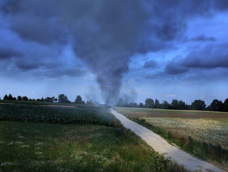 Tornado auf der Straße lizenzfreie stockfotografie