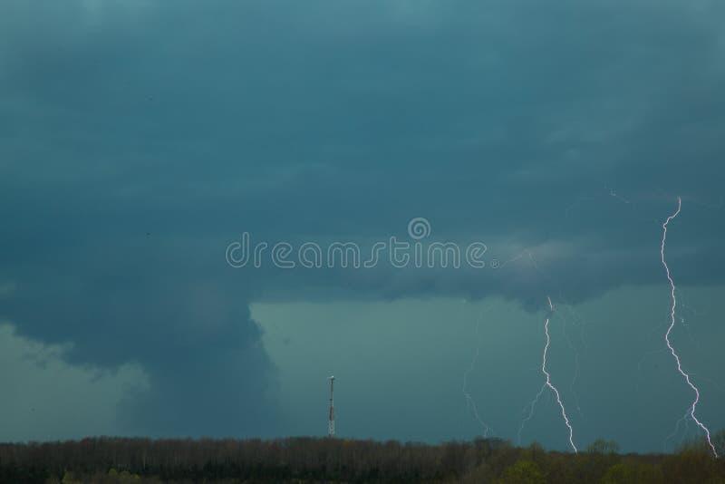 Tornado con el relámpago imágenes de archivo libres de regalías