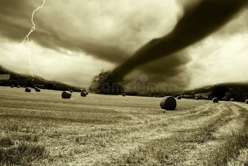 Tornado entrante de horizonte foto de archivo libre de regalías