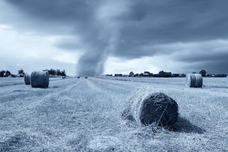 Download Tornado am Horizont stockfoto. Bild von landschaft, frech - 27735448