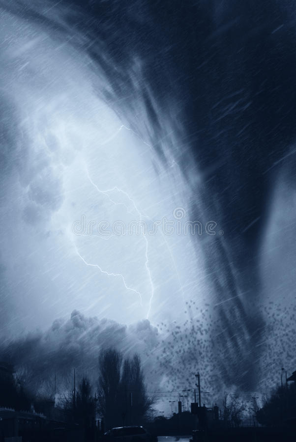 Tornado op de stad stock afbeelding