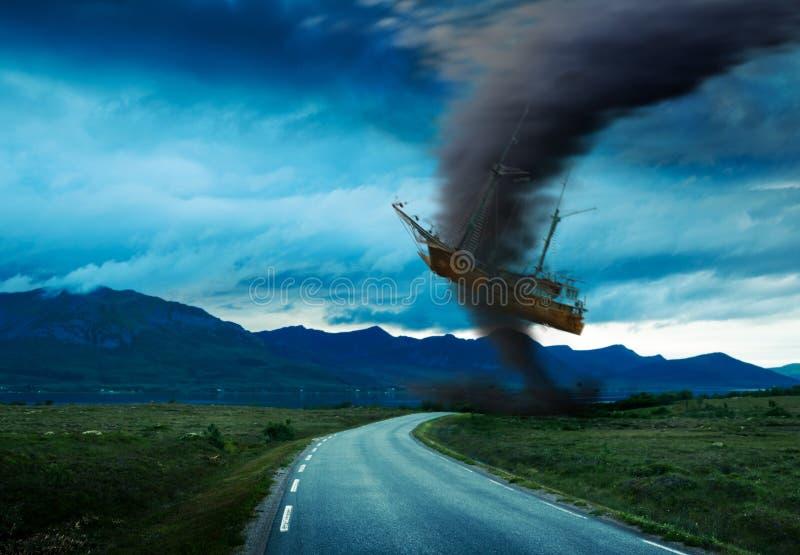 Tornado op weg royalty-vrije stock afbeeldingen
